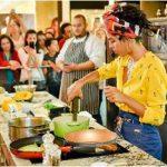 Temporada Gourmet (2017) rendeu grande repercussão com jornalistas e influenciadores. Na foto, Bel Gil cozinha